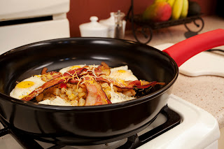 12inSkillet_eggsbacon2_md